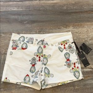🔥NEW DEX cute white shorts